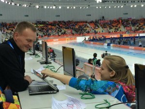 Tapping over Apple logo at Sochi 2014