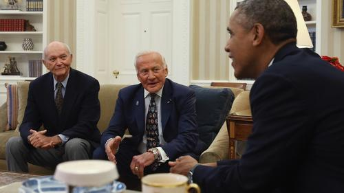 Obama meets suviving Apollo II crew